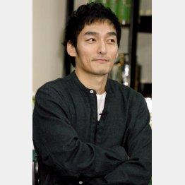 買い物姿を目撃された草彅剛(C)日刊ゲンダイ