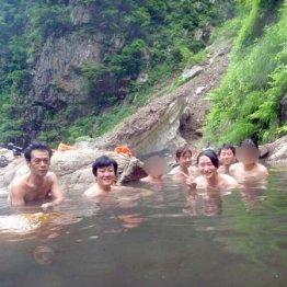 新潟県・湯の平温泉 底にたまった温泉成分が湧き上がり…