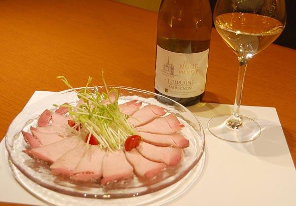 合う酒=白ワイン(C)日刊ゲンダイ