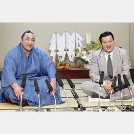 栃ノ心と春日野親方(左)/(C)共同通信社