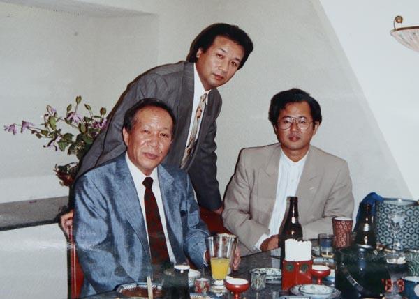 前川清(奥)とは昔なじみ(提供写真)