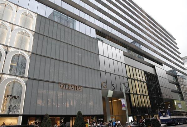 銀座の観光スポットとして注目されるGINZA SIX(C)日刊ゲンダイ