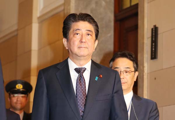 党首討論でもムダ口叩き(C)日刊ゲンダイ