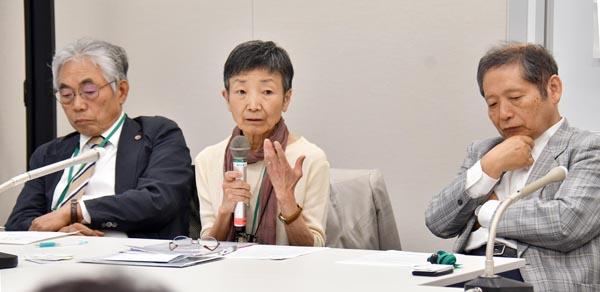 会見する醍醐東大名誉教授や澤藤弁護士ら(C)日刊ゲンダイ