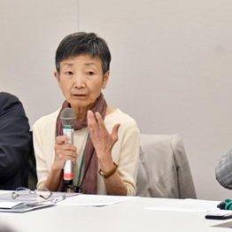 会見する醍醐東大名誉教授や澤藤弁護士ら