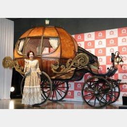 「かぼちゃの馬車」CM発表会(17年2月)/(C)日刊ゲンダイ