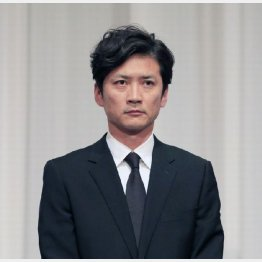 山口達也の一件で謝罪する会見でも厳しい表情(C)日刊ゲンダイ