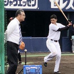 木田GM補佐が見守る中で打撃練習する清宮