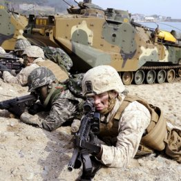 2014年3月に行われた米韓軍事合同演習=韓国・浦項周辺
