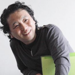 脚本家、小説家としても知られる飯田譲治さん