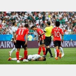 韓国は2試合で反則47個(C)ロイター