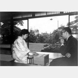 山口瞳氏(右)とアマ時代の関根紀代子(現女流六段)/(提供写真)