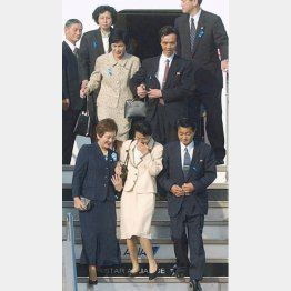 2002年の小泉電撃訪朝で5人の帰国が実現した(C)共同通信社