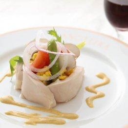 【とり胸肉の低温調理サラダ】風味増すカレーソースがポイント