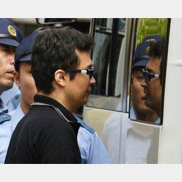 セミナー講師を刺殺、送検される松本英光容疑者(C)共同通信社