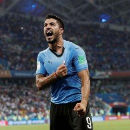 ポルトガルに勝利し喜ぶスアレス