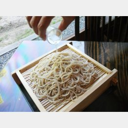 酒そば(1110円)(C)日刊ゲンダイ
