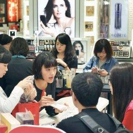 化粧品売り場は中国人でいっぱい