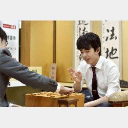 竜王戦ランキング戦5組決勝で石田直裕五段を破って優勝(C)共同通信社