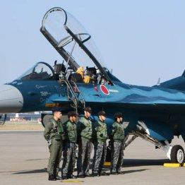退役する「F2」戦闘機