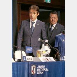 田嶋会長(右)にはサポーターからの不満も少なくない(C)日刊ゲンダイ