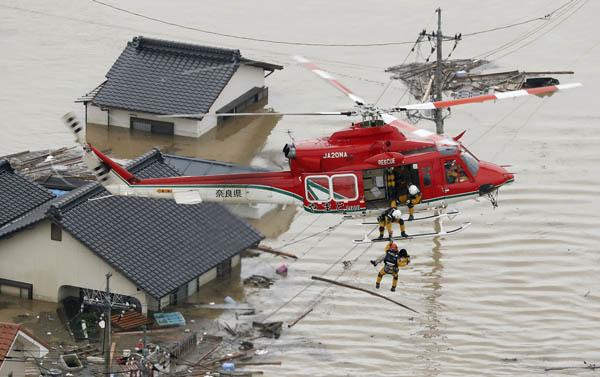 救助 落下 ヘリコプター