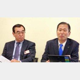2019年1月の統合を発表(アルプス電気の栗山社長(右)とアルパインの米谷社長)(C)共同通信社