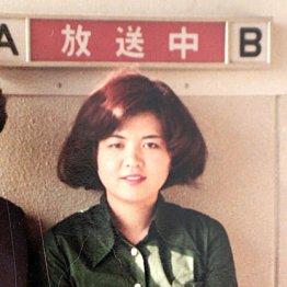 残間里江子さん<4>ラジオ番組でレコードを指で回し放送