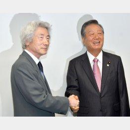小泉元首相(左) 自由党の小沢共同代表と「脱原発」で意気投合(C)日刊ゲンダイ
