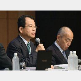 最終報告する第三者委の勝丸充啓委員長(左)(C)共同通信社