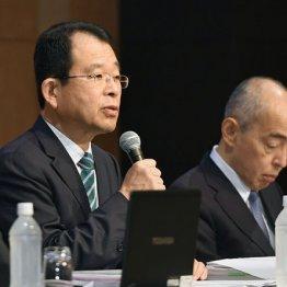 最終報告する第三者委の勝丸充啓委員長(左)