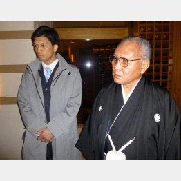 プロ転向した村田(左)に猛反発していた山根会長(C)共同通信社
