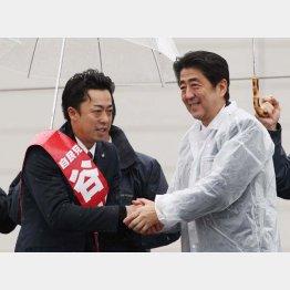 2014年の衆院選で谷川とむ衆院議員(左)の応援に駆けつけた安倍首相(C)日刊ゲンダイ
