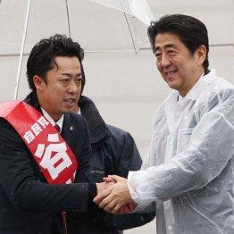2014年の衆院選で谷川とむ衆院議員(左)の応援に駆けつけた安倍首相