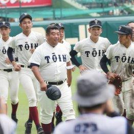 初戦突破を喜ぶ西谷監督(中央)ら大阪桐蔭ナイン