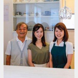 オーナーの幸雄さん、娘の麻衣子さん、従業員の渡佳奈さん(左から)(C)日刊ゲンダイ