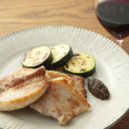 【豚三枚肉とズッキーニのソテー 黒こしょうソース】ワインが進む進む万能ソース
