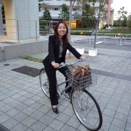 会社設立当時。銀座かいわいの顧客のもとに行く時には自転車を使っていた。