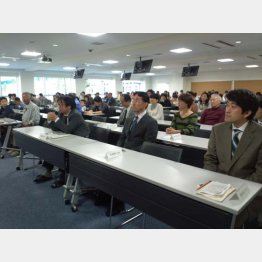 将棋検定の写真(右端が森内俊之)(C)日刊ゲンダイ