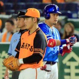 岡本(左)は筒香のひと言で……(写真は7月4日)