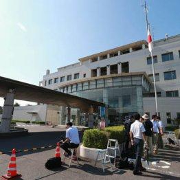 田村容疑者の送検を待つ報道陣(栃木県警足利警察署)