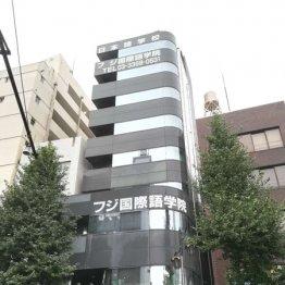 北新宿にドーンとビルが立つ