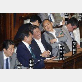 大ハシャギ(C)日刊ゲンダイ