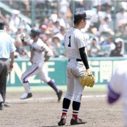 横浜・板川投手は8回裏に逆転3ランを浴び呆然