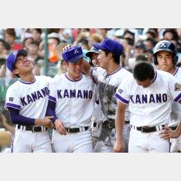 吉田(左から2人目)は「進学説」が濃厚だったが…/(C)日刊ゲンダイ