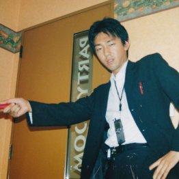 塩田武士さん<3>組事務所前で丸坊主のお兄さんに掴まれて
