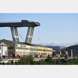 ジェノバの崩落した橋(C)共同通信社