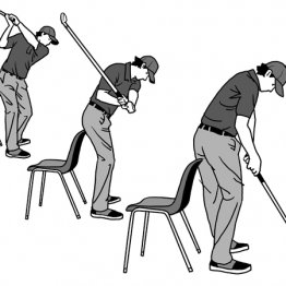 インパクトで椅子の背もたれを動かすように左のお尻を後ろに突き出す