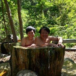 平家平温泉「御宿こまゆみの里」 子どもに戻れる丸太風呂