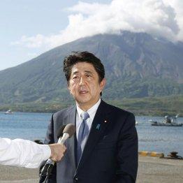 桜島を背に自民党総裁選への立候補を正式表明(C)共同通信社